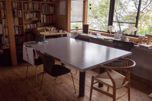 Studio PRANAの打ち合わせテーブル